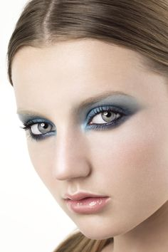 COOL WEB SITE  http://www.glamourmagazine.co.uk/beauty-and-hair/get-the-look/summer-2010/the-modern-smoky-eye#    Get The Look Makeup Tool - Modern Smoky Eye: How To Do Smoky Eye Make-up (Glamour.com UK)