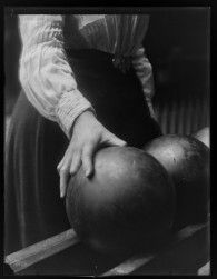 Women Bowling by George Eastman House Victorian Photos, Victorian Women, Black White Gold, Black And White Pictures, House Photography, White Photography, Bowling, Eastman House, Julia Margaret Cameron
