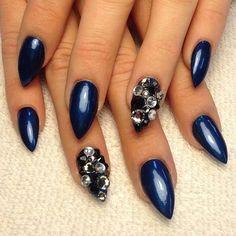 Stiletto nails navy