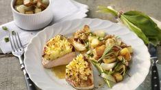 Putenschnitzel mit Ziegenfrischkäsekruste auf Bärlauch-Bratkartoffeln