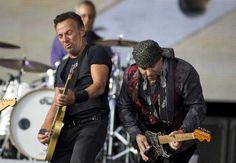 'Boss' Bruce Springsteen Malieveld naast gitarist Little Steven Van Zandt.