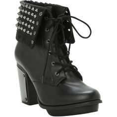 Hot Topic Studded Combat Boot Heel (195 BRL) ❤ liked on Polyvore featuring shoes, boots, ankle booties, heels, ankle boots, high heel boots, black army boots, black military boots, black studded booties and studded booties