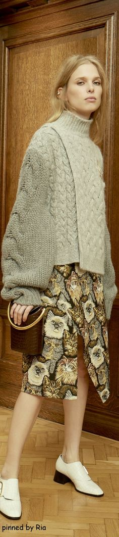 have you seen this amazing cat skirt from Stella McCartney Pre Fall 2016 l Ria find more fashion , art , photos , crafts and much more kitty fun by following karen hauler- davies today hope you stop by