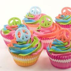 Cupcakes idóneos para una fiesta hippie / Ideal cupcakes for a hippie party Beautiful Cupcakes, Love Cupcakes, Yummy Cupcakes, Cupcake Cookies, Birthday Cupcakes, Party Cupcakes, Rainbow Cupcakes, 9th Birthday, Rainbow Icing
