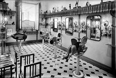 Perruqueria infantil a l'interior dels magatzems El Siglo. Barcelona, 1920.