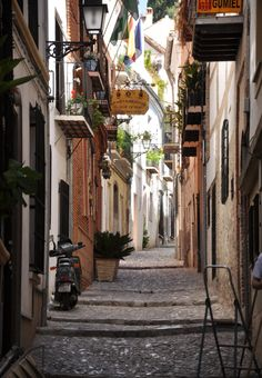 One of the small streets of Granada. Want to enjoy Andalucia? www.ruralidays.com by @ruralidays