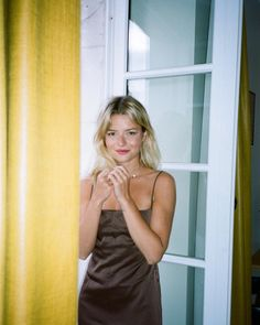 French It Girl Sabina Socol recommends to moisturize everything as her standard beauty rule. French Women Style, French Girls, French Beauty, Parisian Chic, Girl Fashion, Fashion Tips, Paris Fashion, Fashion Outfits, Instagram Fashion