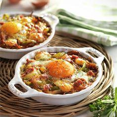 Huevos al plato con queso y jamón Clean Eating Recipes, Diet Recipes, Healthy Eating, Cooking Recipes, Healthy Recipes, Breakfast For Dinner, Breakfast Time, Breakfast Recipes, Easy Dinner Recipes
