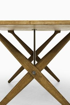 Hans Wegner dining table model AT-303 at Studio Schalling
