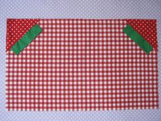 Bag Tutorial -Strawberry Shopper Bag Tutorial - Video of The Other Bag reusable recycled shopping bag in action. Sewing Art, Sewing Crafts, Sewing Projects, Pouch Tutorial, Diy Tutorial, Photo Tutorial, Bag Patterns To Sew, Shopper Bag, Sewing Tutorials