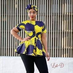 L'image contient peut-être: 1 personne, debout African Attire, African Wear, African Dress, African Style, African Fashion Ankara, African Print Fashion, African Prints, African Blouses, African Tops