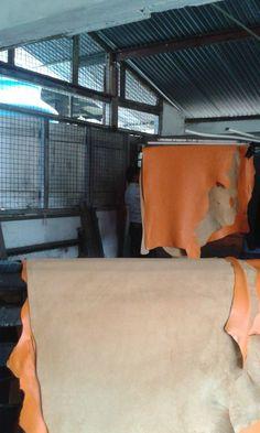 Lederherstellung für unsere Flip-Flop Produktion