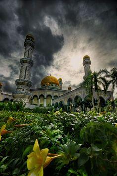 landscapelifescape:     Jame Asr Hassanil Bolkiah Mosque, Brunei  by Casperonian