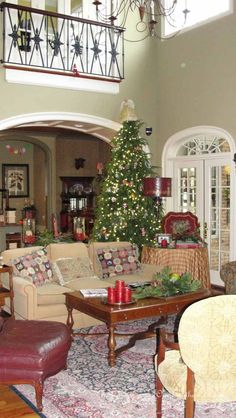 Family Room {Christmas Tour} - Our Southern Home #frenchcountry #frenchcountrychristmas #oursouthernhome