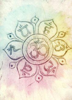 Aquí está el emblema Om/Aum en el corazón del Loto Mandala con seis cartas en Sanscrito