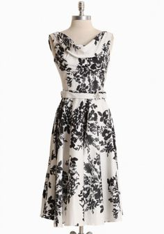 Leading Lady Flower Print Dress By Unique Vintage (Ruche). Love the delicate draping at the neck and vintage style waist sash with embellishment. Elegant tea length, perfect for church or the holidays - wishlist! Modern Vintage Dress, Vintage Dresses, Unique Vintage, Vintage Black, Vintage Style, Pretty Outfits, Cute Outfits, Estilo Pin Up, Mode Chic