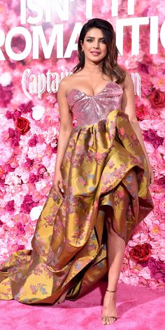 Isn't She Lovely from Fashion Police Priyanka Chopra dazzles on the pink carpet in a gorgeous Vivienne Westwood pink sequin bodice and brown taffeta floral dress at the premiere of Isn't It Romantic in Los Angeles. Miley Cyrus, Vivienne Westwood, Vestido Strapless, Strapless Dress Formal, Celebrity Dresses, Celebrity Style, Priyanka Chopra Images, Valentino, Glamour