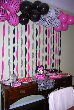 Fiesta Minnie Mouse con globos animal print. #DecoracionFiestasInfantiles