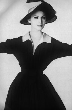 February Vogue 1960 - Wearing a navy blue crepe dress with a white piqué collar, hat by Mr. Photographed by Irving Penn. New Look inspired silhouette and style. 60 Fashion, Retro Fashion, Trendy Fashion, Vintage Fashion, Classic Fashion, Vintage Beauty, Vintage Style Dresses, Vintage Outfits, Irving Penn
