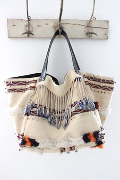 Want great suggestions regarding fashion? Head to this fantastic info! Hippie Chic, Boho Chic, Accessoires Hippie, Ethnic Bag, Boho Accessories, Boho Bags, Fabric Bags, Casual Bags, Mode Style