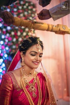 TnTYou can find South indian jewellery and more on our website. South Indian Bride Jewellery, South Indian Weddings, Bridal Sarees South Indian, Indian Jewellery Design, Jewelry Design, Bridal Silk Saree, Saree Wedding, Punjabi Wedding, Boho Wedding