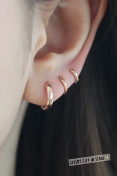 Bold huggie hoop in solid gold – Piercing Tiny Stud Earrings, Diamond Hoop Earrings, Bar Earrings, Crystal Earrings, Earings Gold, Piercing Cartilage, Cute Ear Piercings, Cartilage Earrings, Ear Jewelry
