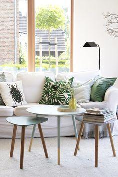 Endlich schöne Beistelltische!   SoLebIch.de #beistelltisch #koffetable #blue #wood #scandinavian #livingroom #interior #einrichtung Foto: dieartige