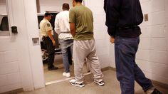 Inmigrantes detenidos por más de seis meses podrán pedir una audiencia de fianza y esperar en libertad la resolución de sus casos migratorios.