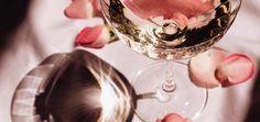Wie Eiswürfel noch cooler werden: DIY Ideen für den nächsten Cocktail Cocktail, Design, Violets, Cocktails, Shake