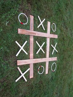 Noughts and Crosses made from an old pallet and some rope - wedding yard game #kidswoodcrafts Outdoor Wedding Games, Lawn Games Wedding, Wedding Activities, Outdoor Yard Games, Backyard Games, Diy Yard Games, Giant Yard Games, Door Games, Pallet Wedding
