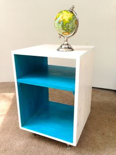 The Side Table... MCM Mid Century Modern Side por TinyLionsDesigns