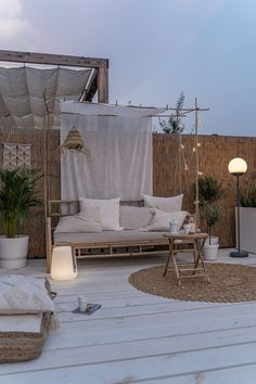 Even though old throughout notion, your pergola may be suffering from somewhat of a current Outdoor Spaces, Outdoor Living, Outdoor Decor, Outdoor Life, Small Balcony Decor, Balkon Design, Pergola Plans, Lounges, New Homes