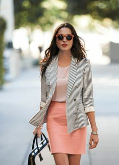 tenue vestimentaire au travail en couleurs claires pastel