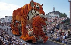 The Mind-Blowing Installations of Bloemencorso, an Annual Flower Parade in the Netherlands