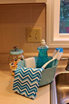 Keep kitchen sponges, scrub brushes and dish soap close at hand and organized by turning a metal planter into a kitchen caddy.