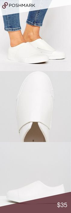 🏅Wide band slip on sneaker New look Wide band slip on sneaker  PRODUCT DETAILS  TrainersbyNew Look  Faux-leather upper  Slip-on design  Cut-away front  Wide band detail  Chunky sole  Moulded tread  Wipe clean    Bought from ASOS ASOS Shoes Sneakers