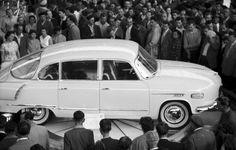 1959 orig: NAGY GYULA CSEHORSZÁG BRNO Vásárváros, Brnói Nemzetközi Vásár, Tatra 603 személygépkocsi. Car Posters, Soviet Union, Old Cars, Old And New, Vintage Cars, Dream Cars, Classic Cars, Motorcycles, Old Things