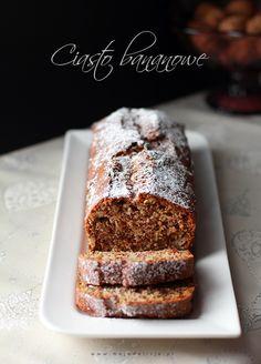 Ciasto bananowe - szybkie, proste i pyszne ciasto łyżką mieszane i co najważniejsze – ciasto, które zawsze wychodzi! Nie pamiętam już skąd ten przepis trafił do mnie, ale smak ciasta bananowego i łatwość przygotowania powoduje, iż każdy wraz z dokładką prosi koniecznie o tę recepturę :) Przepis na blogu: http://www.mojadelicja.pl/ciasto-bananowe/ #food #cakes #bananas
