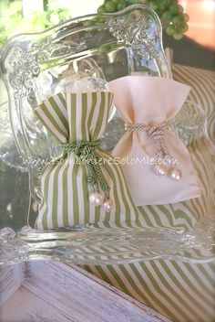 Sacchettini abbinati. Wedding Favors, Diy Wedding, Wedding Gifts, Baby Shower Decorations, Wedding Decorations, Scented Sachets, Fabric Gift Bags, Lavender Bags, Creative Gift Wrapping