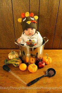 Baby Christmas Photos, Thanksgiving Pictures, Thanksgiving Baby, Caleb Y Sofia, Fall Baby Pictures, Baby Turkey, November Baby, Monthly Baby Photos, Baby Girl Photography