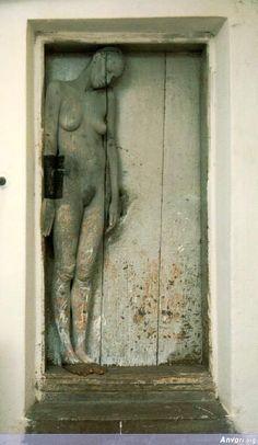 body painting , photography repinned by www.BlickeDeeler.de The Doors, Wood Doors, Windows And Doors, Bodypainting, Body Art, Door Knobs, Door Knockers, Sculpture Art, When One Door Closes