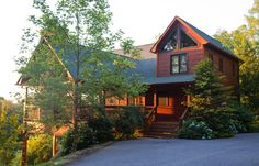 Luxury Sunset Mountain View Cabin Home, Hot Tub, Wi Fi, Pool Table, Tasteful Decor, Paved Access, Nicely Landscaped, 3 bedrooms 3 bath w/sleeper sofas located near Blue Ridge GA @ www.mtngetawaycabins.com