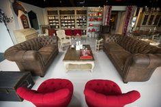 Salon décoré par Mansard - Boutique à Laval - ©Jimmy Hamelin Laval, Jimmy, Melting Pot, Decoration, Boutique, Furniture, Home Decor, Contemporary, Red