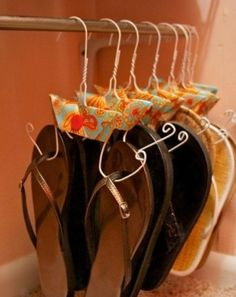 Top 15 easy DIY projects ............. ....this is for my daughters closet....practically all flipflops