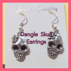 (C1) Skull Earrings