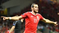 Bale conduce en jornada historia a Gales al golear 3-0 a Rusia y pasar a octavos.