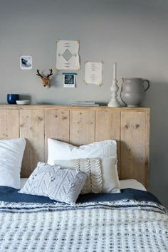 Rustic wood headboard, headboards for beds, pallet furniture, home bedroom, Headboard Designs, Rustic Bedroom Decor, Neutral Bedroom Decor, Bedroom Design, Bedroom Diy, Rustic Wood Headboard, Bedroom Furniture, Wood Headboard Bedroom, Creative Bedroom