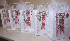 Gift bags with banners Buy lain bags and trim with SU paper in décor colours! Christmas Gift Bags, Christmas Gift Wrapping, Christmas Projects, Holiday Gifts, Craft Bags, Craft Gifts, Diy Bags, Homemade Gift Bags, Decorated Gift Bags