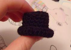 -x- EssHaych -x-: Free Pattern: Mini Amigurumi Top Hat! - Clemmie Sturm - hüte häkeln -x- EssHaych -x-: Free Pattern: Mini Amigurumi Top Hat! Crochet Crafts, Crochet Dolls, Free Crochet, Hat Crochet, Crochet Top, Crochet Things, Crochet Baby, Mini Amigurumi, Crochet Snowman