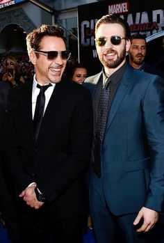 & Chris Evans attend the premiere of Marvel's 'Captain America: Civil War' at Dolby Theatre on April 2016 in Los Angeles, California. Spideypool, Superfamily, Avengers Cast, Marvel Avengers, Avengers Team, Avengers Memes, Shia Labeouf, Logan Lerman, Marvel Actors